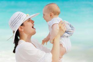 Was verursacht den Geruch von Neugeborenen